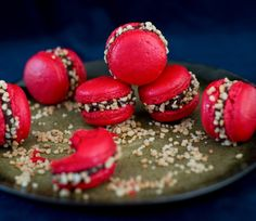 Macarons for beginners (everything you always wanted to know about macarons . - Delicious Meets Healthy: Quick and Healthy Wholesome Recipes No Bake Desserts, Dessert Recipes, Nutella, Sweet Bakery, Cake & Co, Sweet Recipes, Cookie Recipes, Food And Drink, Yummy Food