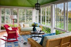 Add rich accent colors for a dynamic and bold décor