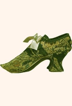 """Green and cream silk damask; wooden heel type """"Louis"""", about 1740-1750. (c) Wilanow Palace"""