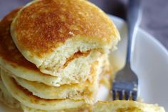 Luchtige pannenkoeken in een handomdraai! Pannenkoeken bakken; het is nog een hele kunst. Ze moeten precies bruin genoeg zijn, maar ook weer niet té bruin. Niet te dik, niet te dun en niet te deegachtig. Lastig! Hoe bak je nu de perfecte luchtige pannenkoek? Met dít geheime ingrediënt!  Bakpoeder