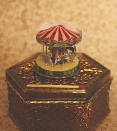 Lasituvan Miniatyyrit: Nukkekodin karuselli - a miniature carousel 1:12