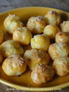 Recette des chouquettes au thermomix, une pâte à choux inratable, facile, rapide et économique. Des chouquettes comme chez le patissier mais fait maison. Pour 40 chouquettes (environ) 200 g d'eau 80 g de beurre 120 g de farine 180 g d'oeufs (3 gros oeufs ou 4 petits mais peser quand même!) 1 cs de sucre 1 pincée de sel 1 jaune d'oeuf du sucre perlé