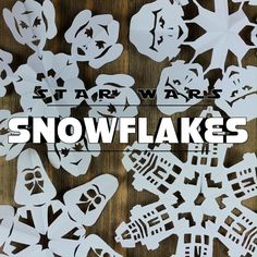 Star Wars Crafts Discover Star Wars Snowflakes These Star Wars Snowflakes are amazing to make. Star Wars fans everywhere will love seeing their favorite characters in snowflake form. Theme Star Wars, Star Wars Room, Star Wars Day, Star Wars Kids, Decoration Star Wars, Star Wars Party Decorations, Star Wars Decor, Star Wars Christmas Tree, Disney Christmas
