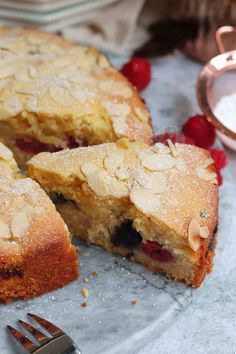 Marble Cake Recipes, Dessert Recipes, Desserts, Party Recipes, Slow Cooker Recipes Family, Bakewell Cake, Janes Patisserie, Banana Oat Muffins, Berry Cake