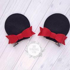 Felt Minnie Mouse Top-of-Head Ear Clips with Your Choice of Bow Color - Körper Zeichnen Diy Disney Ears, Disney Bows, Disney Diy, Making Hair Bows, Diy Hair Bows, Minnie Mouse Party, Mickey Ears, Felt Hair Accessories, Baby Girl Hair Bows