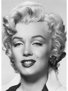 Marilyn Monroe Classic Bedroom Eyes Pose Wall Mural 6ft by 8ft 4in - papermywalls.com
