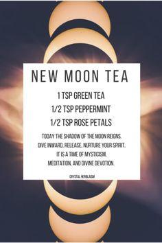 The Fig & The Wasp tea benefits tea blends tea garden tea photography tea recipes Herbal Tea Benefits, Herbal Teas, Plat Vegan, Homemade Tea, Kitchen Witchery, Herbal Magic, Witches Brew, Tea Blends, Tea Recipes