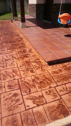 Urbanizaci n con pavimento de hormig n estampado en - Pavimento de corcho ...