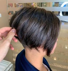 50 Hottest Pixie and Bob Hairstyles for 2019 Hairstyles Pictures Pixie Bob Haircut, Angled Bob Hairstyles, Try On Hairstyles, Short Bob Haircuts, Short Hairstyles For Women, Pixie Hairstyles, Hairstyles Pictures, Short Hair Cuts, Short Hair Styles