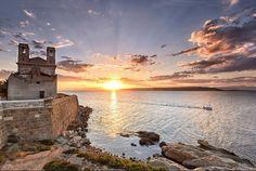 Un amanecer fascinante en Santa Pola - Alicante (Comunidad Valenciana)  España...
