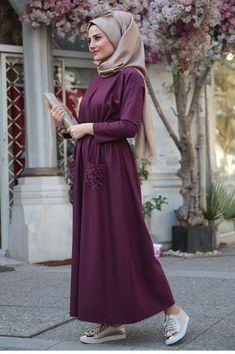 Hijab à l'École : Comment être jolie pour aller à l'école Hijab Beige … Günlük Tesettür Modası – Tesettür Modelleri ve Modası 2019 ve 2020 Hijab Style Dress, Modest Fashion Hijab, Hijab Chic, Abaya Fashion, Hijab Outfit, Modest Outfits, Fashion Dresses, Fashion Muslimah, Beautiful Gown Designs
