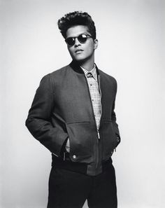 Bruno Mars @Jenn L Williams HOW DO YOU NOT THINK HE IS GORGEOUS