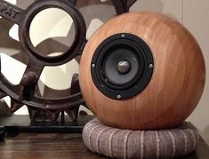 Ikea Salad Bowl speakers with internal amp, battery, and bluetooth - Techtalk Speaker Building, Audio, Video Discussion Forum Diy Bluetooth Speaker, Diy Speakers, Built In Speakers, Best Loudspeakers, Audio, Powered Speakers, Thinking Outside The Box, Electronics Projects, Salad Bowls