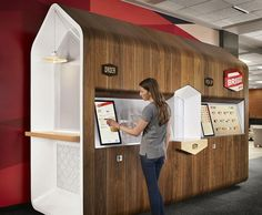 Yves Behar's Fuseproject consultancy has worked with US technology firm Briggo to develop the Briggo Coffee Haus, a new smartphone-controlled coffee kiosk. Kiosk Design, Retail Design, Ux Design, Wood Design, Business Innovation, Innovation Design, R Cafe, Coffee Vending Machines, Coffee Machines