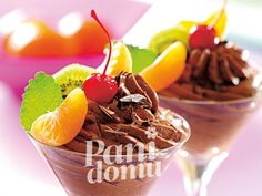 Kremowy mus czekoladowy z owocami