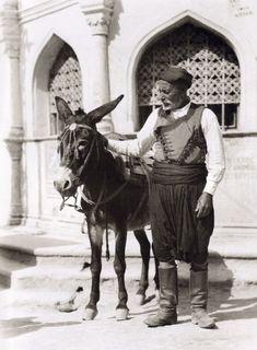 Heraklion, Daskalogianni square with a donkey Creta Greece, Athens Greece, Heraklion Crete, Zorba The Greek, Ottoman Turks, Crete Island, Greek Culture, Winter's Tale, Old Maps