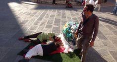 """Plastic Food """"golden age"""" flash mob Festambiente 2014 — presso Piazza IV Novembre.  Con Isabella Ceccarelli, Flavia Baldassarri, Angela Nardoni, Sergio Caravello"""
