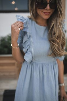 dainty jewelry and chambray dress zierlicher Schmuck und Chambray-Kleid Hijab Fashion, Fashion Dresses, Fashion Tips, Workwear Fashion, Travel Fashion, Maxi Dresses, Travel Style, Fashion Clothes, Fashion Fashion