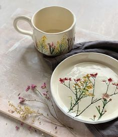 clay pottery cute Popular Floral imprint clay Floral imprint clay Terrific Images clay pottery cute Popular Floral imprint clay Floral imprint clay Ceramic leaf plate Dinnerware plate for serving Yellow dish Pottery Mugs, Ceramic Pottery, Pottery Art, Pottery Bowls, Pottery Painting, Ceramic Cups, Ceramic Art, Keramik Design, Pottery Classes