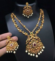 Beautiful dual layer necklace with peacock design on chain ad pendant. India Jewelry, Temple Jewellery, Gold Jewellery, Real Gold Jewelry, Diamond Jewelry, Modern Jewelry, Indian Jewellery Design, Jewelry Design, Jewelry Patterns