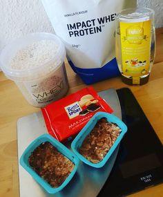 Ich hab mal wieder geriegelt 50 gr @fitfiber gekauft bei @gymqueen.de 30 Sekunden in der Mikrowelle erhitzen... 30 gr Impact Whey Protein Vanille von @myproteinde 10 gr Wheycrisp von @officialbodylab24 und 10 gr Rittersport Marzipan klein gehackt unterrühren und Riegel formen...dann 1 - 2 Stunden in den Kühlschrank und genießen  Viel Spaß beim ausprobieren!  #healthyfood #eatclean #gesundessen #21tage #abnehmen #eiweiss #proteine#gymqueen #questbars #swk #stoffwechselkur #foodblogger…