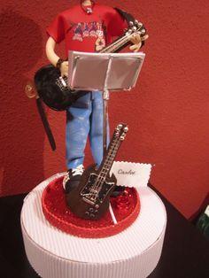 Fofucho personalizado,Detalle de las dos guitarras en goma eva y pintado a mano. elenamartinlopez.blogspot.com