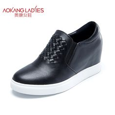 63.75$  Buy now - http://aliqj6.worldwells.pw/go.php?t=32732404035 - Aokang 2016 autumn ladies shoes cow leather shoes slip on female shoes height increasing round toe casual shoes wholesale