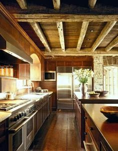 ♡ My absolute dream Kitchen! Exposed beams, gorgeous wide plank floors and great appliances! LOOOVE!!! ♡