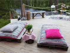 Räsymatoista tehdyt patjat Finland Travel, Outdoor Furniture, Outdoor Decor, Outdoor Gardens, Beach House, Ikea, Terrace Ideas, Lake Side, Cottage