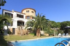 Villa Celimar: Lovely villa with private pool for 9 persons at just one km from the beach. Situated in Sant Feliu de Guixols. Lovely garden. ideal for several families.