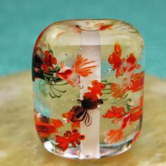 [Masae Nakahara] - Glass bead with TINY fish! Beading Tutorials, Beading Patterns, Beaded Animals, Glass Paperweights, Beads And Wire, Resin Crafts, Artisanal, How To Make Beads, Lampwork Beads