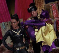 Batman Y Robin, Batman 1966, Batman Comics, Batman And Superman, Batgirl Cosplay, Batman Tv Show, Batman Tv Series, Yvonne Craig, James Gordon