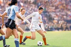 Kazimierz Deyna and Grzegorz Lato on the charge vs Argentina in World Cup '74