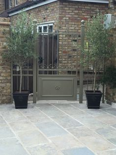 Our customer used our Umbrian Limestone on their beautiful Mediterranean-inspired patio