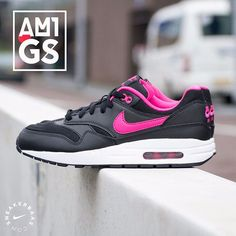 "#nike #nikeairmax #airmax #pink #black  Nike Air Max 1 GS ""Black & Pink"" - This Nike Air Max 1 (Gs) is a basic but fun sneaker. The Nike Air Max 1 is the legendary sneaker that was designed by Tinker Hatfield in 1987.The Nike Air A clean black colorway is used for the upper while pink makes its way on the Swoosh. The Nike Air Max 1 got a normal Nike fit.  Now online available 