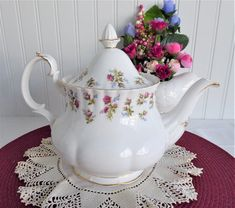 Teapot Royal Albert Winsome Large 40 Ounces English 1966-1970s Floral Bands China Patterns, Flower Patterns, China Teapot, Antique Dishes, Tea Cakes, Chocolate Pots, Royal Albert, Vintage China, Pink Roses