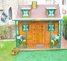 Casita de madera infantil modelo POSADA en color miel y verde. Espacio pirtata.