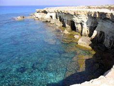 A dónde ir en el norte de Chipre - http://www.turistasenviaje.com/guia-de-viajes/donde-ir-en-el-norte-de-chipre/    La república Turca del Norte de Chipre es una verdadera perla, única del Mediterráneo. Es un país secular, cuyos habitantes honran estrictamente las tradiciones musulmanas.  Puede llegar a Chipre del Norte de dos maneras. La primera opción es un ferry por mar. Pero para sacar provecho de es...