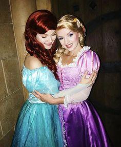 Ariel and Rapunzel All Disney Characters, Cosplay Characters, Disney Girls, Disney Love, Disney Style, Princess Bubblegum, Princess Aurora, Disney Princess, Walt Disney Pictures