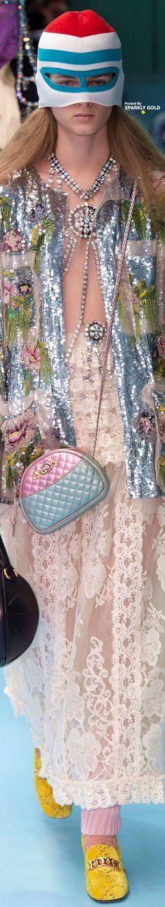 Gucci Fall 2018 RTW Floral Fashion, Knit Fashion, Gucci Ii, Gucci 2018, Luxury Marketing, Italian Fashion, Store Design, Fall 2018, Creative Director