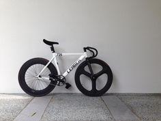 Leader 725 - 2014 White - Pedal Room