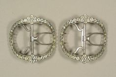 Aren't these spiffy shoe buckles -- dated 1770 - 1778, Birmingham England --- well at least that was were they were made.  Just think of the shine they would make at a ball!
