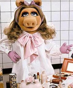 Beauty school drop out. Miss Piggy gets coveteur'd