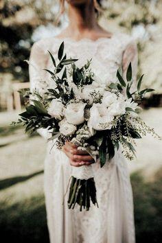 Simple Wedding Bouquets, Bride Bouquets, Flower Bouquet Wedding, Simple Weddings, Floral Wedding, Wedding Colors, Bouquet Flowers, Wedding Greenery, Bridal Bouquet White
