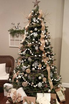 Looking for for images for farmhouse christmas tree? Browse around this site for perfect farmhouse christmas tree inspiration. This particular farmhouse christmas tree ideas will look totally excellent. Christmas Tree Ideas 2018, Noel Christmas, Christmas Crafts, Burlap Christmas Tree, Xmas Trees, How To Decorate Christmas Tree, Farmhouse Christmas Trees, Decorated Christmas Trees, Christmas Tree With Feathers