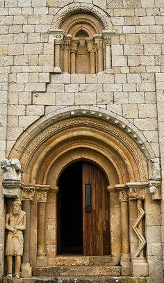 Portada de la ermita de San Pantaleón de Losa y la leyenda del Santo Grial  #CastillayLeon #Spain