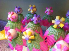 Spring birthday cake pops!
