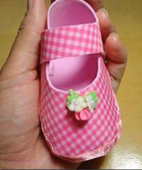 Lembrancinha de EVA passo a passo: um Sapatinho de EVA. Este sapatinho de EVA, é especialmente feito para Lembrancinha Maternidade.