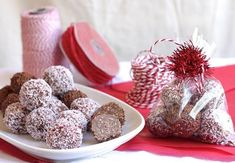 Fudgy and moreish, rum balls are a favourite treat, and an ideal gift that anyone would love to receive. Made with either biscuits and condensed milk, or chocolate and cake crumbs, these rum ball recipes are easy and delicious. Edible Christmas Gifts, Christmas Treats, Christmas Nibbles, Christmas Recipes, Christmas Fudge, Christmas Lunch, Christmas Balls, Chocolate Sprinkles, Chocolate Flavors