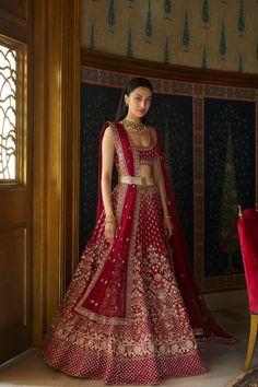 Traditional Indian Clothes - Buy Festive Attire Traditional Indian Dress Online - Anita Dongre Source by dress Indian Bridal Outfits, Indian Bridal Lehenga, Indian Bridal Fashion, Indian Bridal Wear, Indian Designer Outfits, Red Lehenga, Anarkali, Shaadi Lehenga, Indian Wedding Lehenga